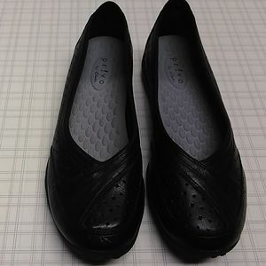 New Pr!vo by Clarks shoes flat women's  size 8M